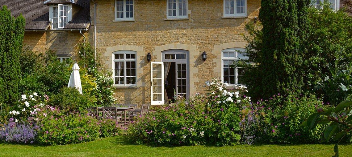 buern-luxury-cotswold-cottages-sandown-cottage-gardens