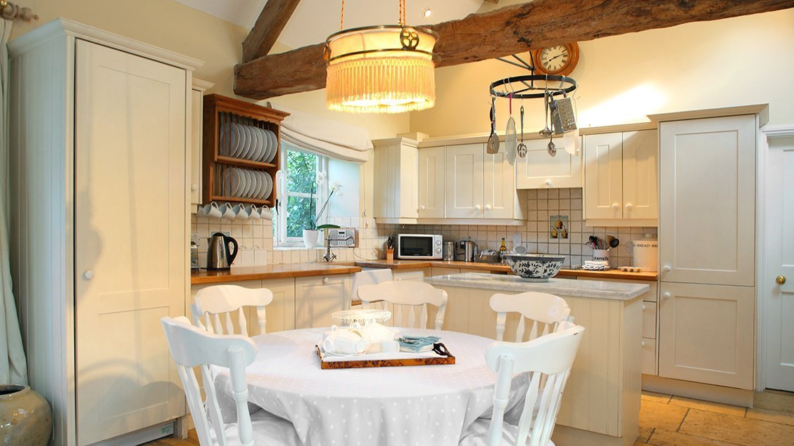 bruern-holiday-cottages-shipton-kitchen-dining-room
