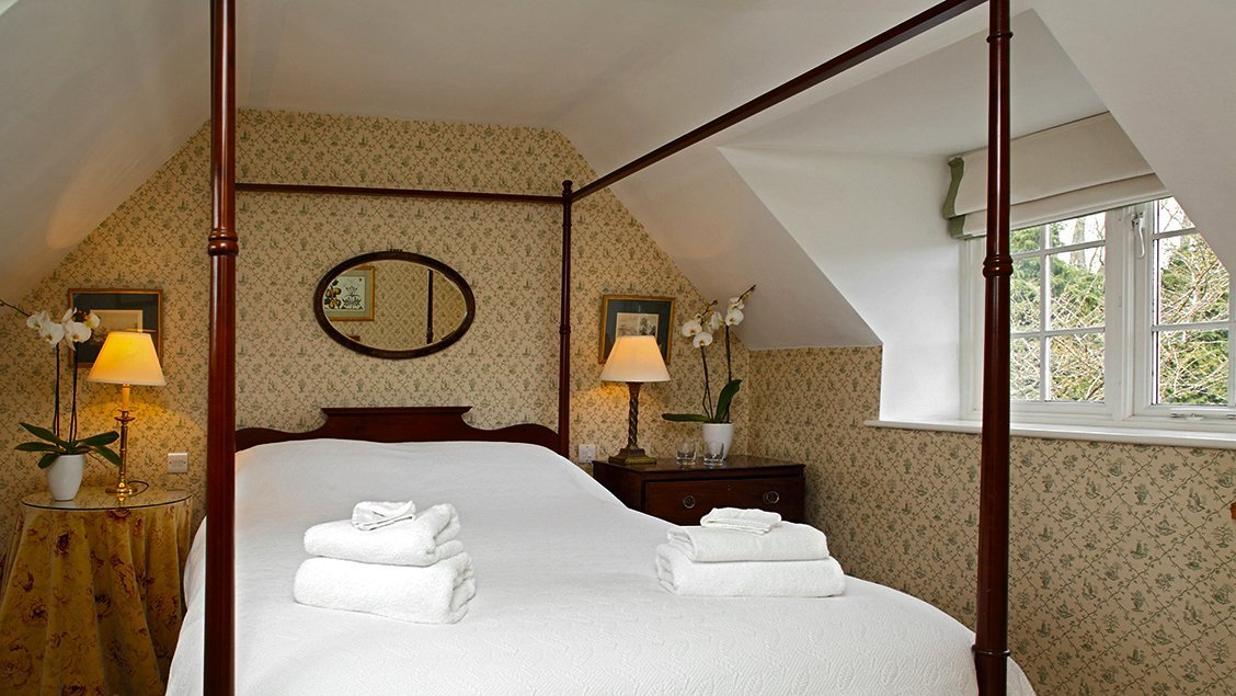 bruern-holiday-cottages-wychwood-cottage-double-bedroom