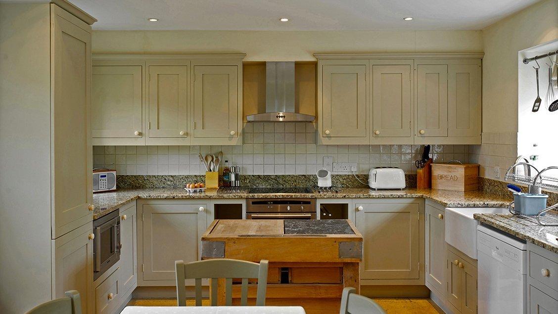 bruern-holiday-cottages-wychwood-cottage-kitchen-dining-room