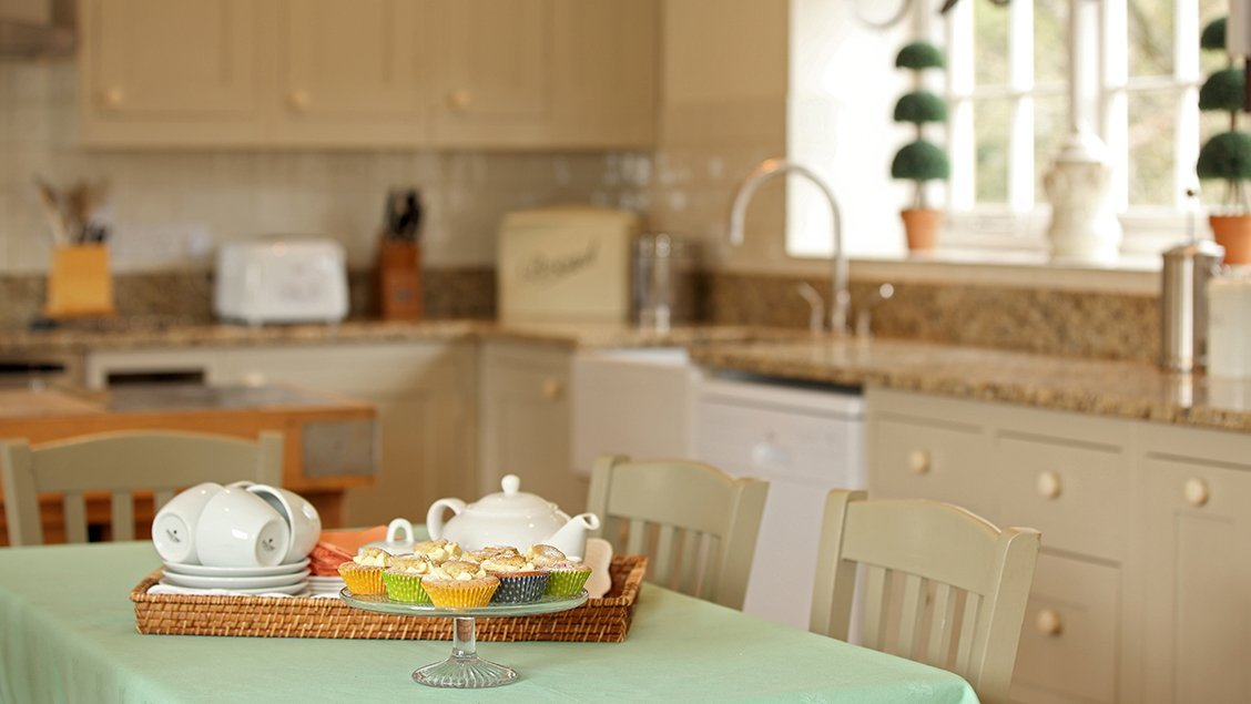 bruern-holiday-cottages-wychwood-cottage-tea-and-cakes