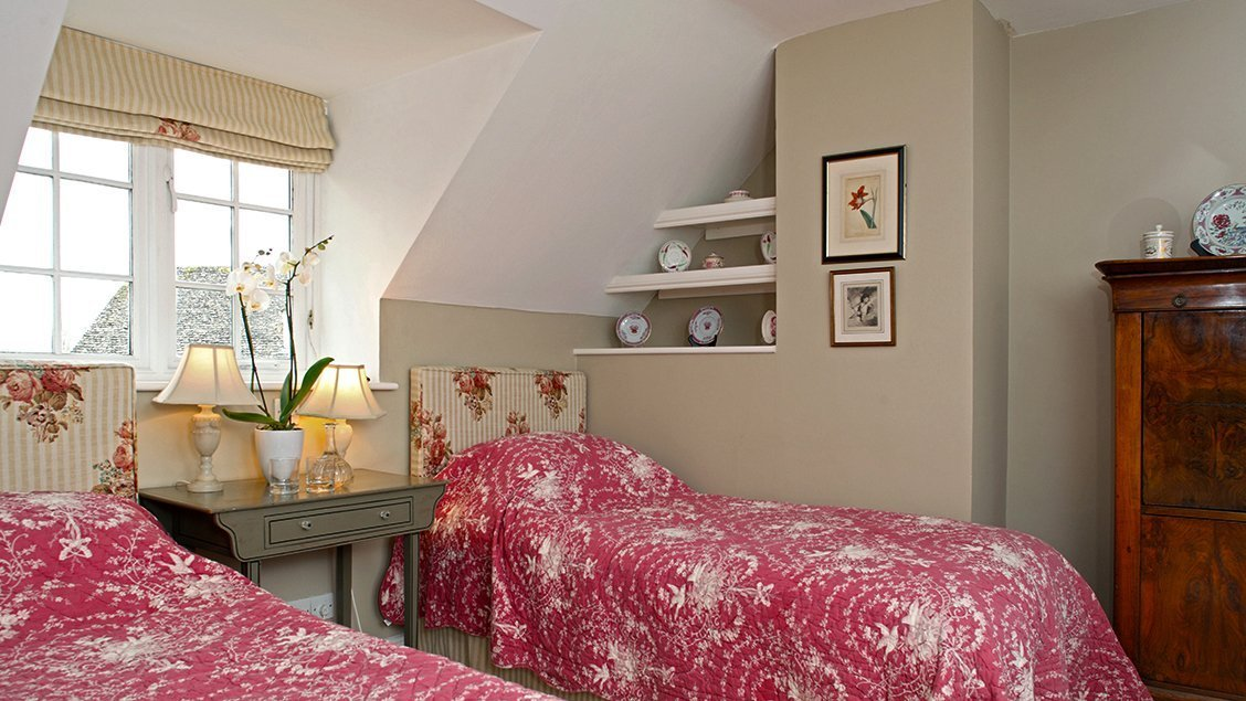 bruern-holiday-cottages-wychwood-twin-bedroom