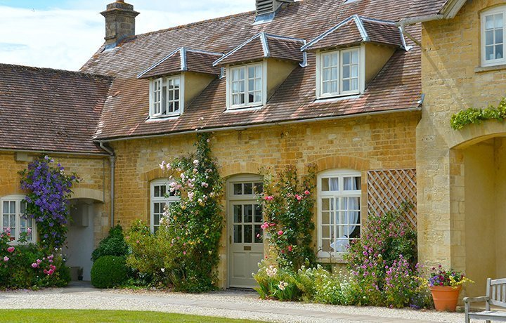 bruern-holiday-cottages-aintree-cottage-featured