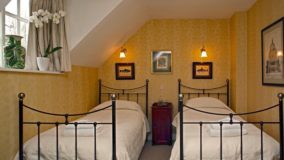 bruern-holiday-cottages-aintree-cottage-twin-bedroom