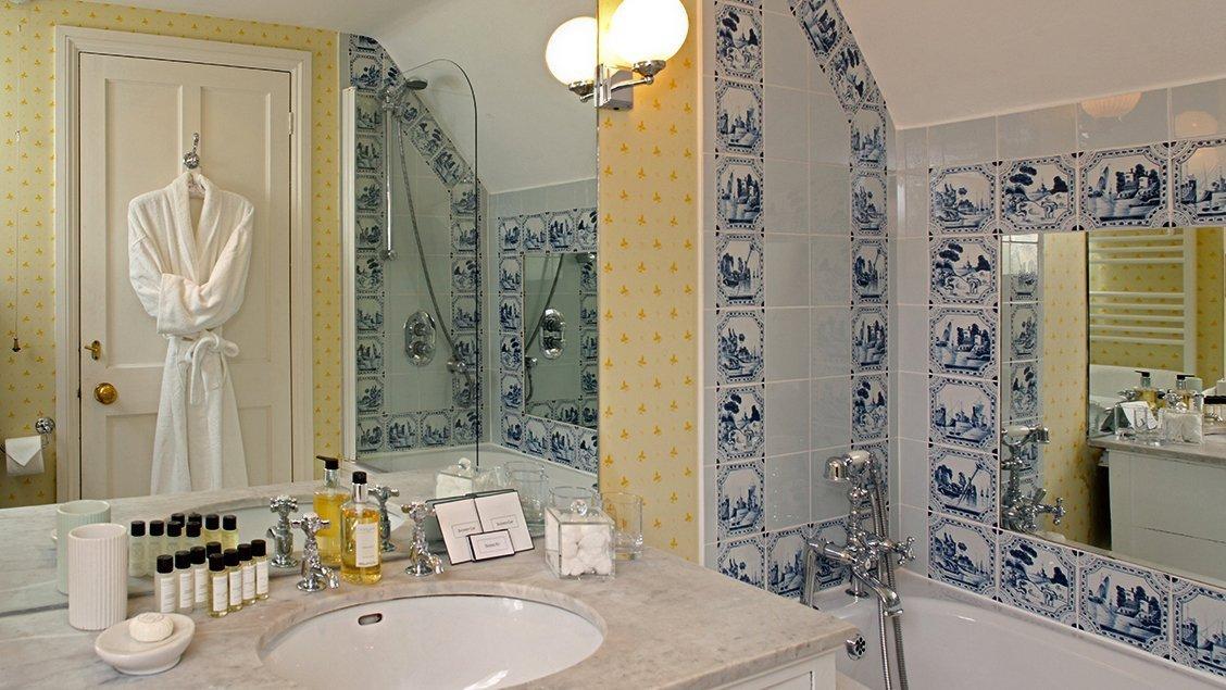 bruern-holiday-cottages-bookers-cottage-en-suite-bathroom