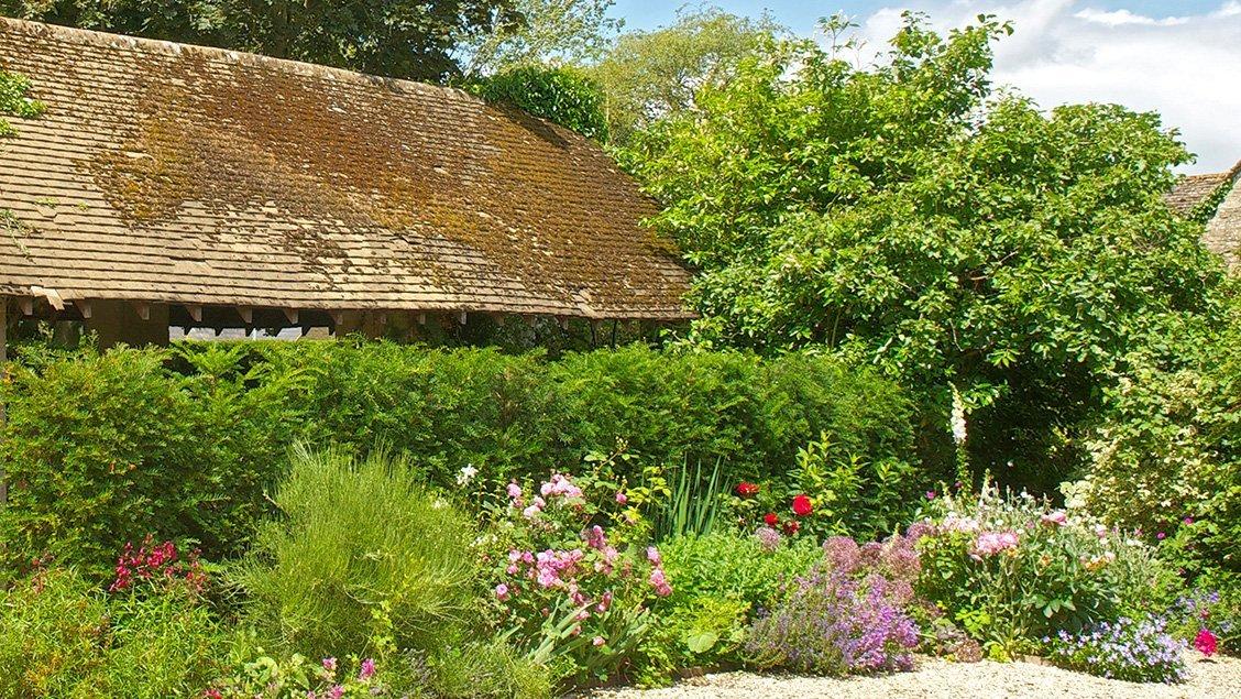 bruern-holiday-cottages-garden-corner