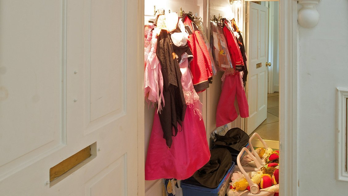 bruern-holiday-cottages-weir-dressing-up-clothes