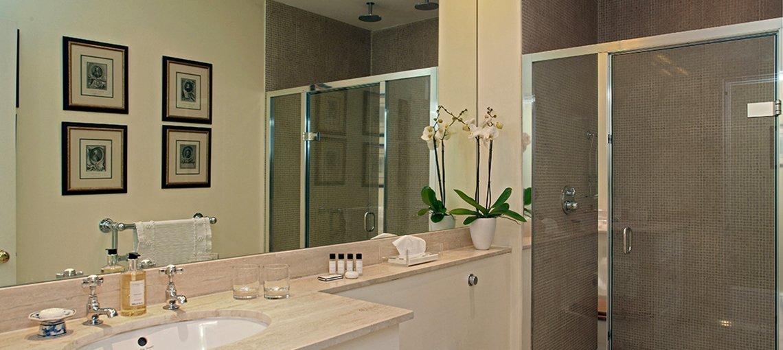 bruern-holiday-cottages-weir-ensuite-shower-room