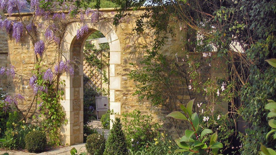 bruern-holiday-cottages-weir-garden-arch