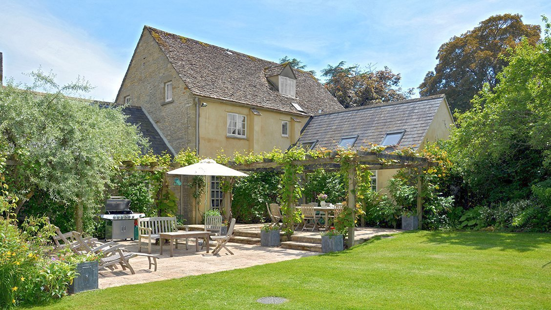 bruern-holiday-cottages-weir-main-terrace