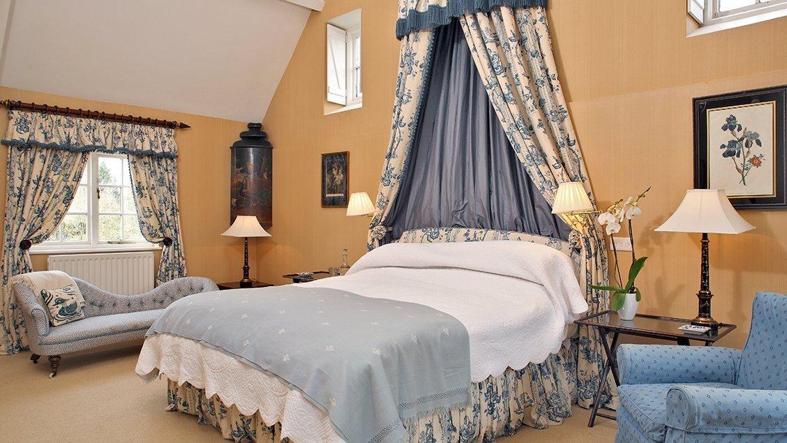 bruern-holiday-cottages-weir-master-suite
