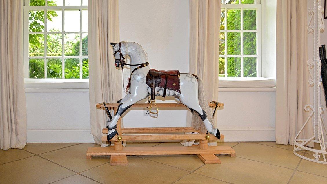 bruern-holiday-cottages-weir-rocking-horse