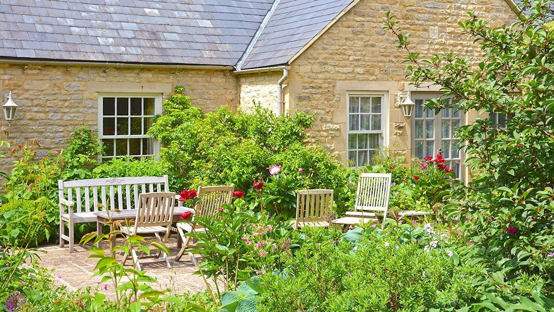 bruern-holiday-cottages-weir-small-terrace