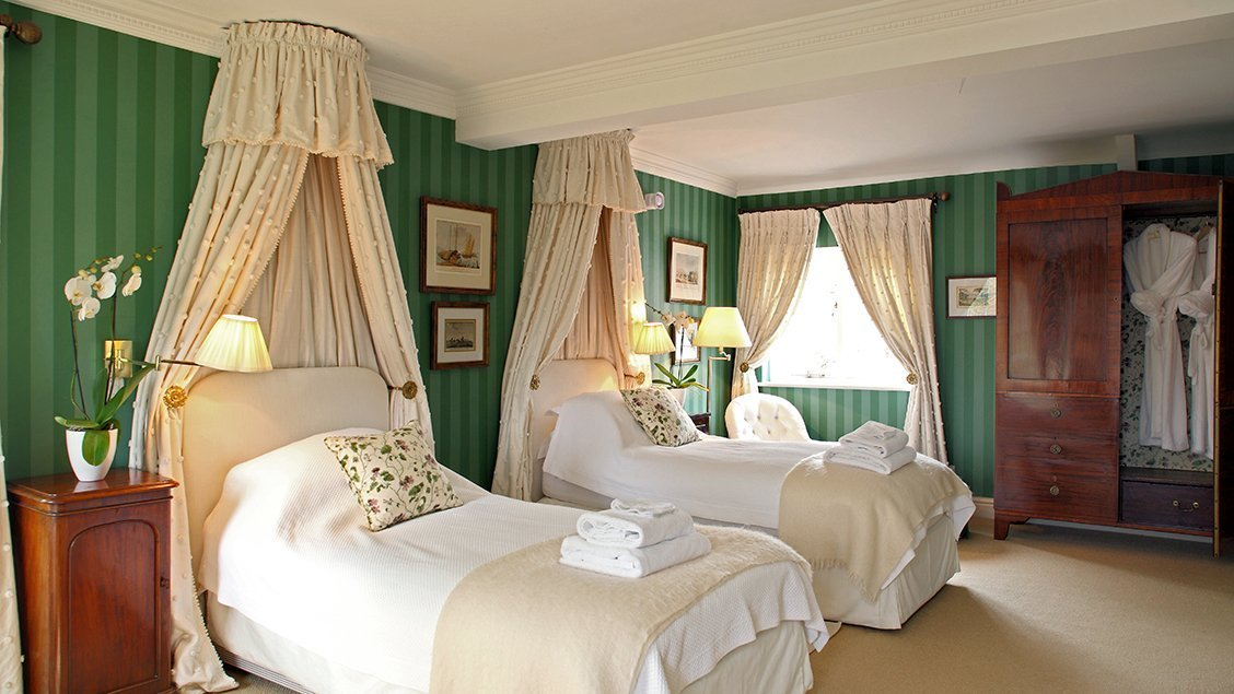 bruern-holiday-cottages-weir-twin-bedroom