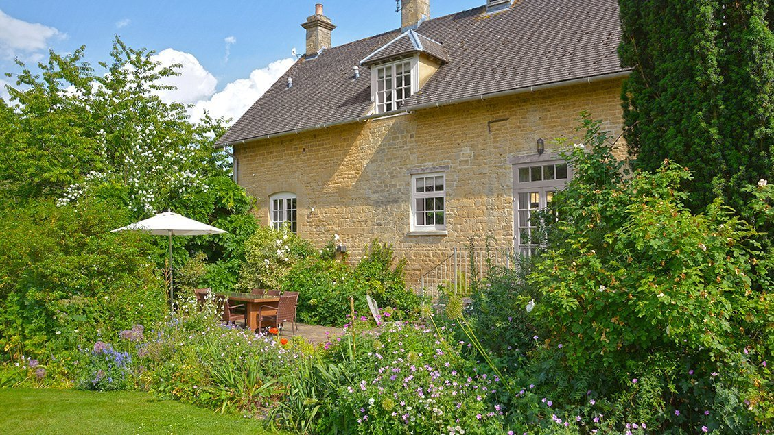 bruern-luxury-cottages-newmarket-garden