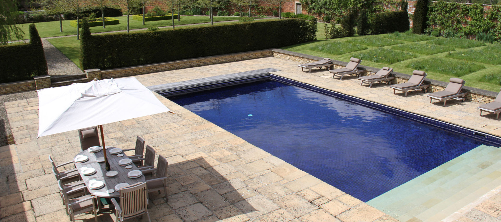 Langley park luxury cotswold rentals luxury cotswold rentals for Chippenham outdoor swimming pool