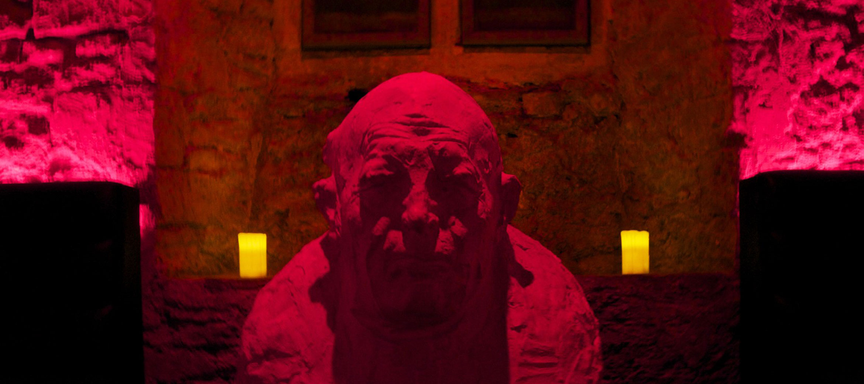 langley-park-nightclub-head-sculpture