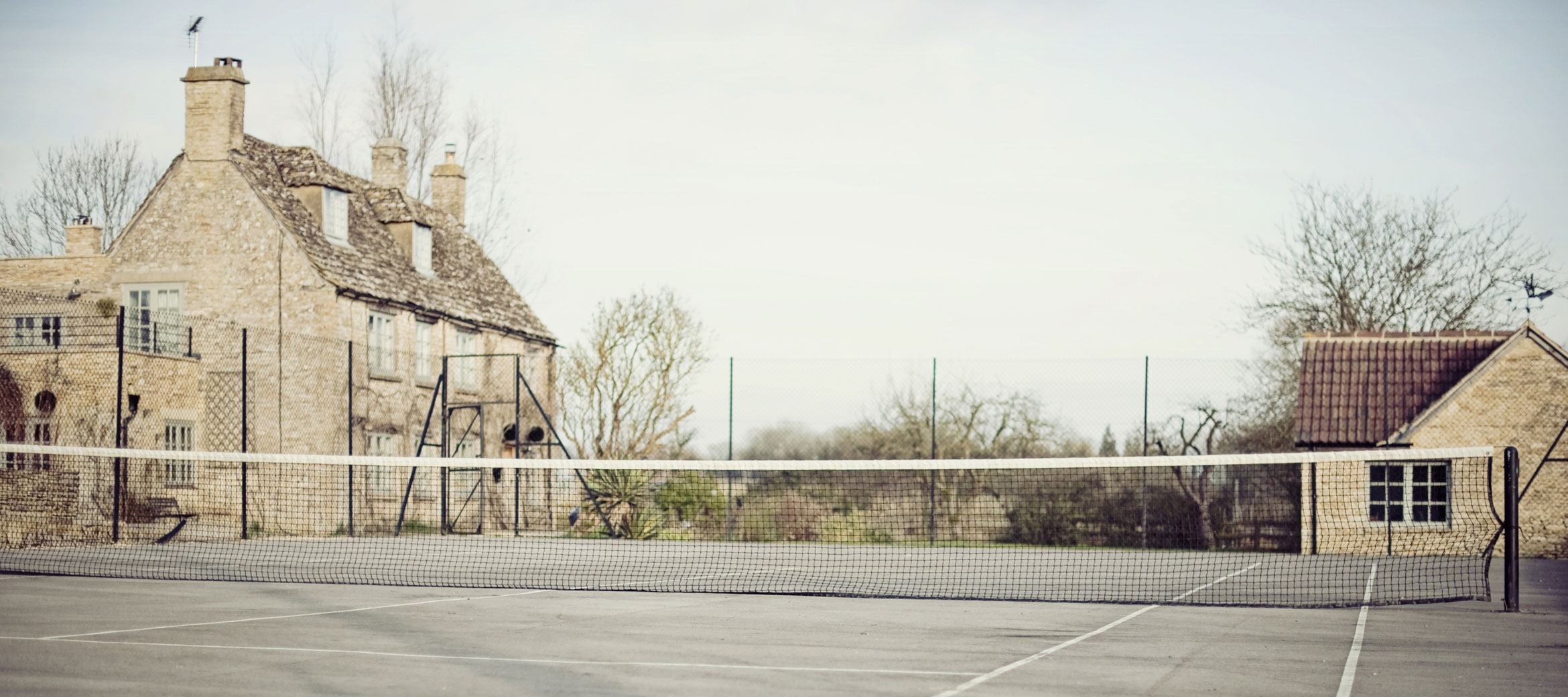 the-folly-cotswold-cottage-tennis-court