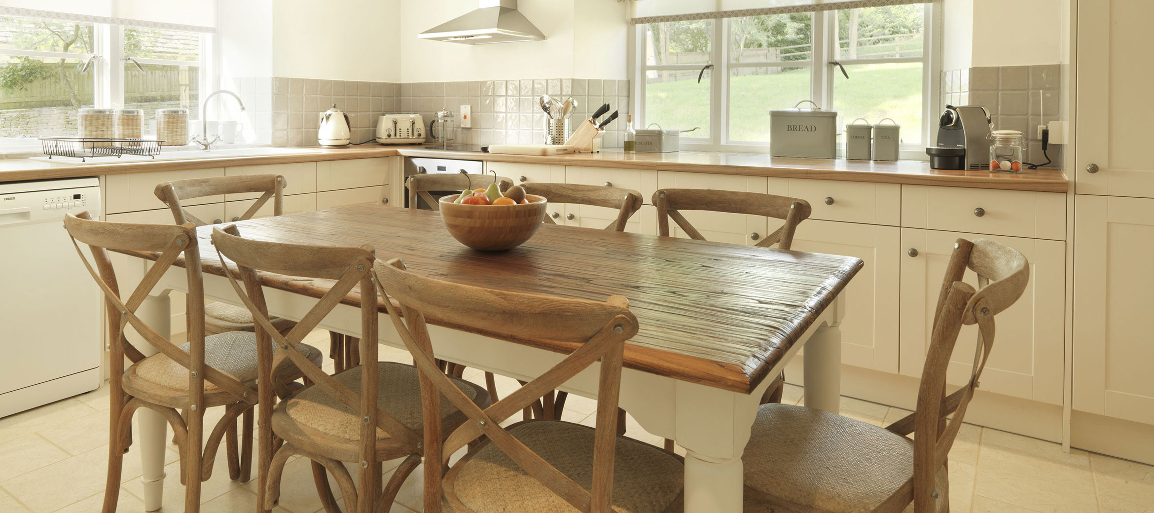 home-farm-cottage-kitchen-breakfast