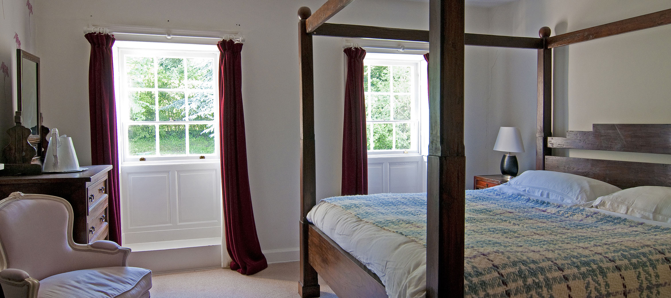 sheepscombe-house-four-poster-bedroom