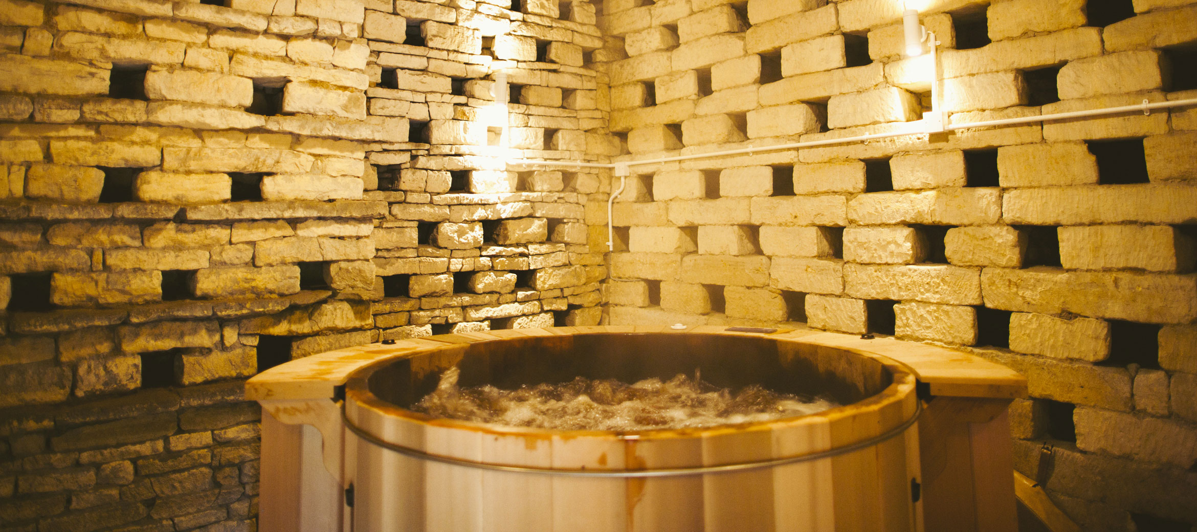 Temple-Guiting-Manor-Hot-Tub