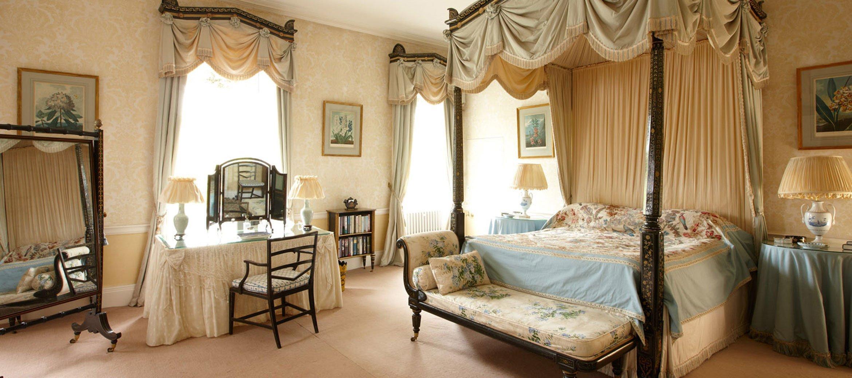 cornwell-manor-double-bedroom