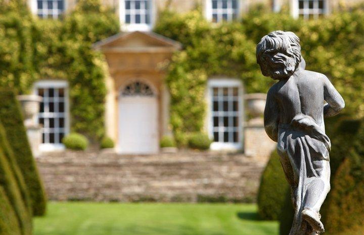 cornwell-manor-facade-statue-F