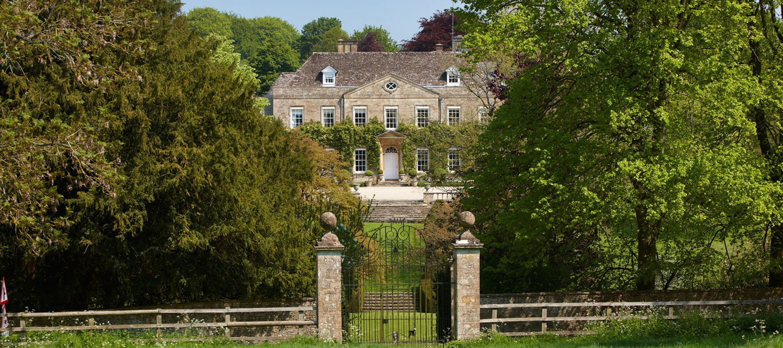 cornwell-manor-gates