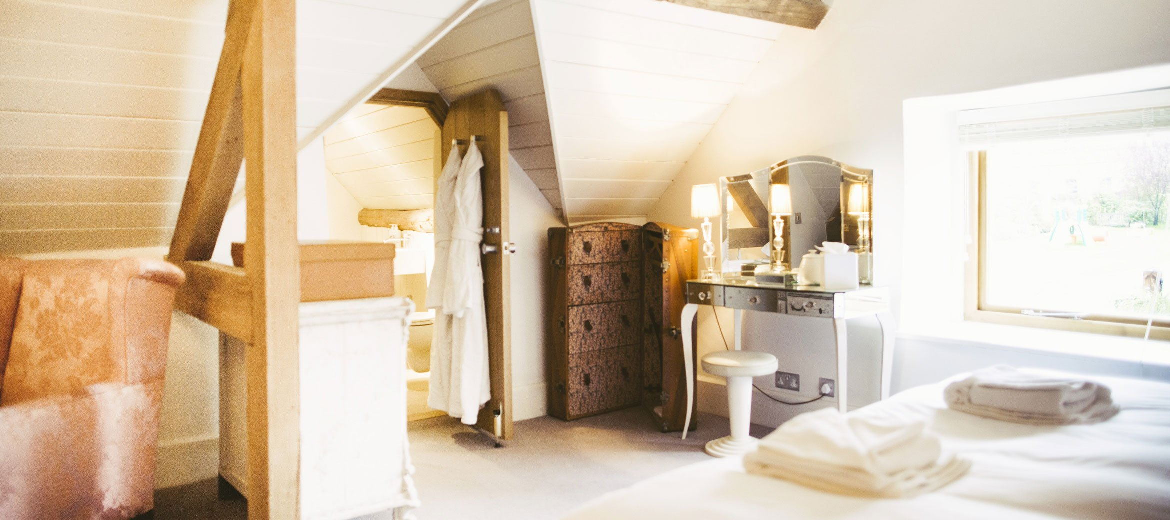 Temple-Guiting-Barn-Ensuite-Bedroom