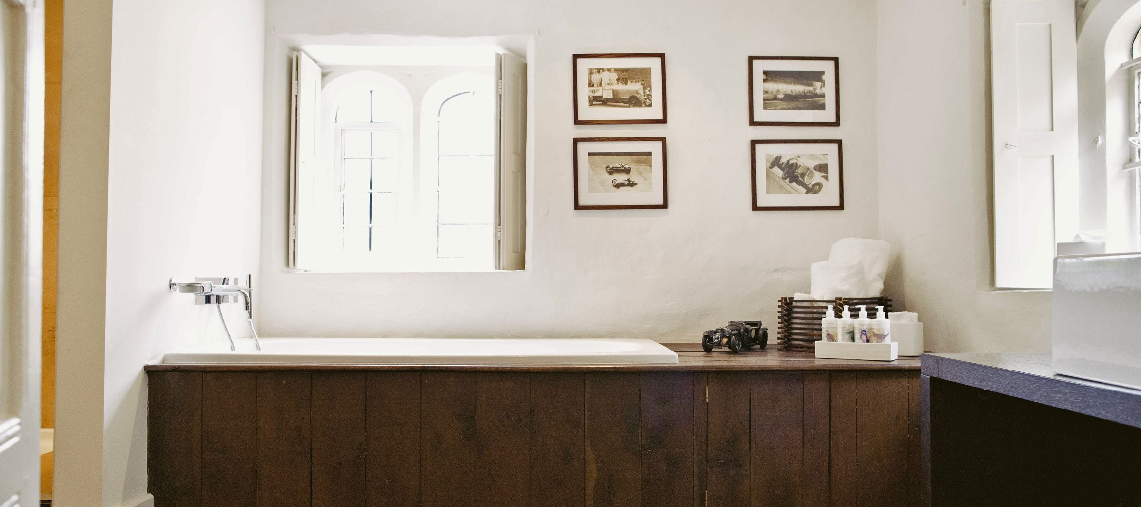 Temple-Guiting-Manor-En-suite-Bathroom