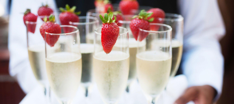 bradley-house-wedding-champagne
