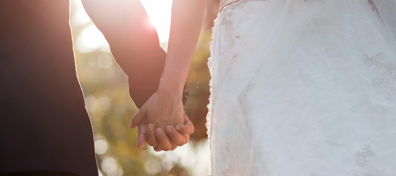 bradley-park-wedding-hands