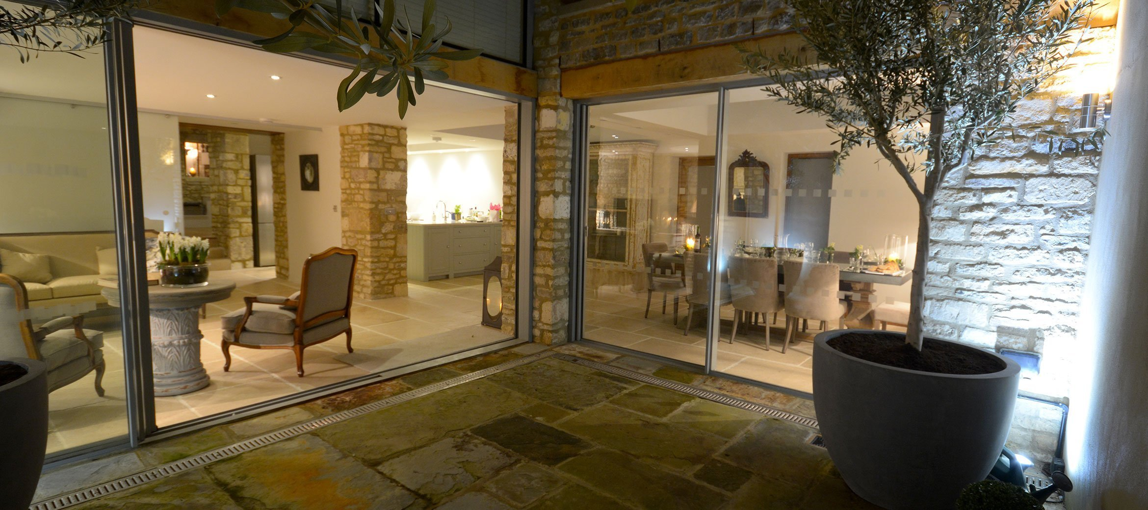 burford-cotswold-cottage-dining-kitchen-courtyard-night