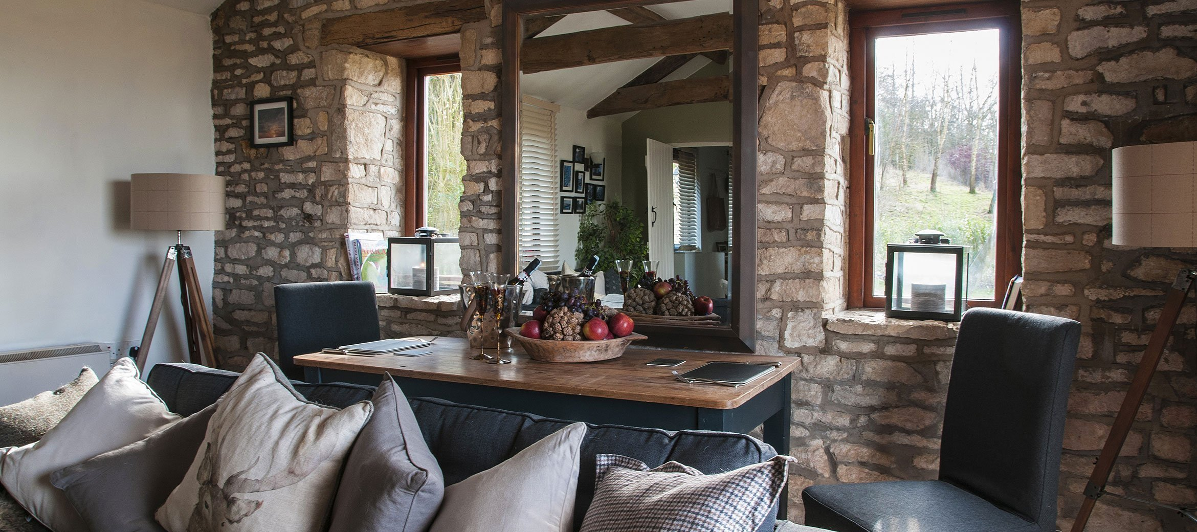 dryhill-luxury-cotswold-cottage-dining-a-deux