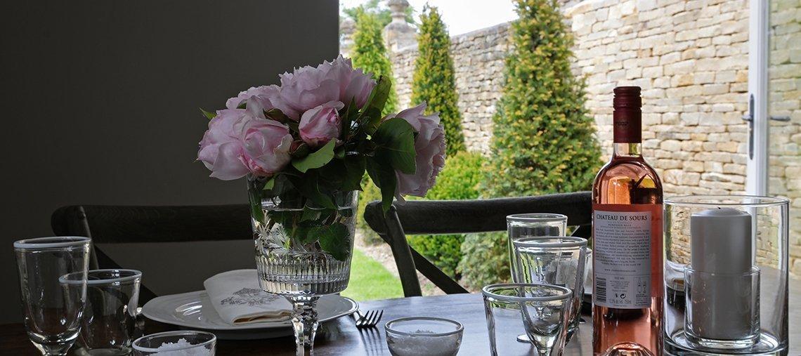 greys-court-cottages-southrop-garden-supper