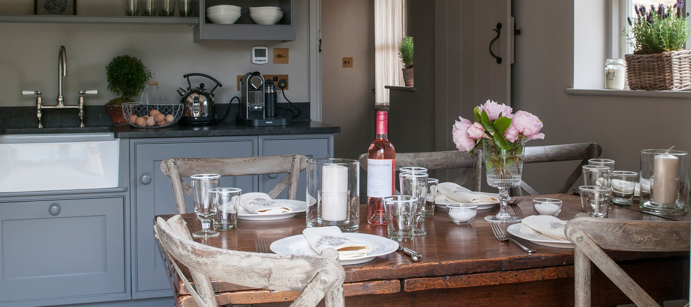 dovecote-luxury-cotswold-cottage-kitchen-dining-table