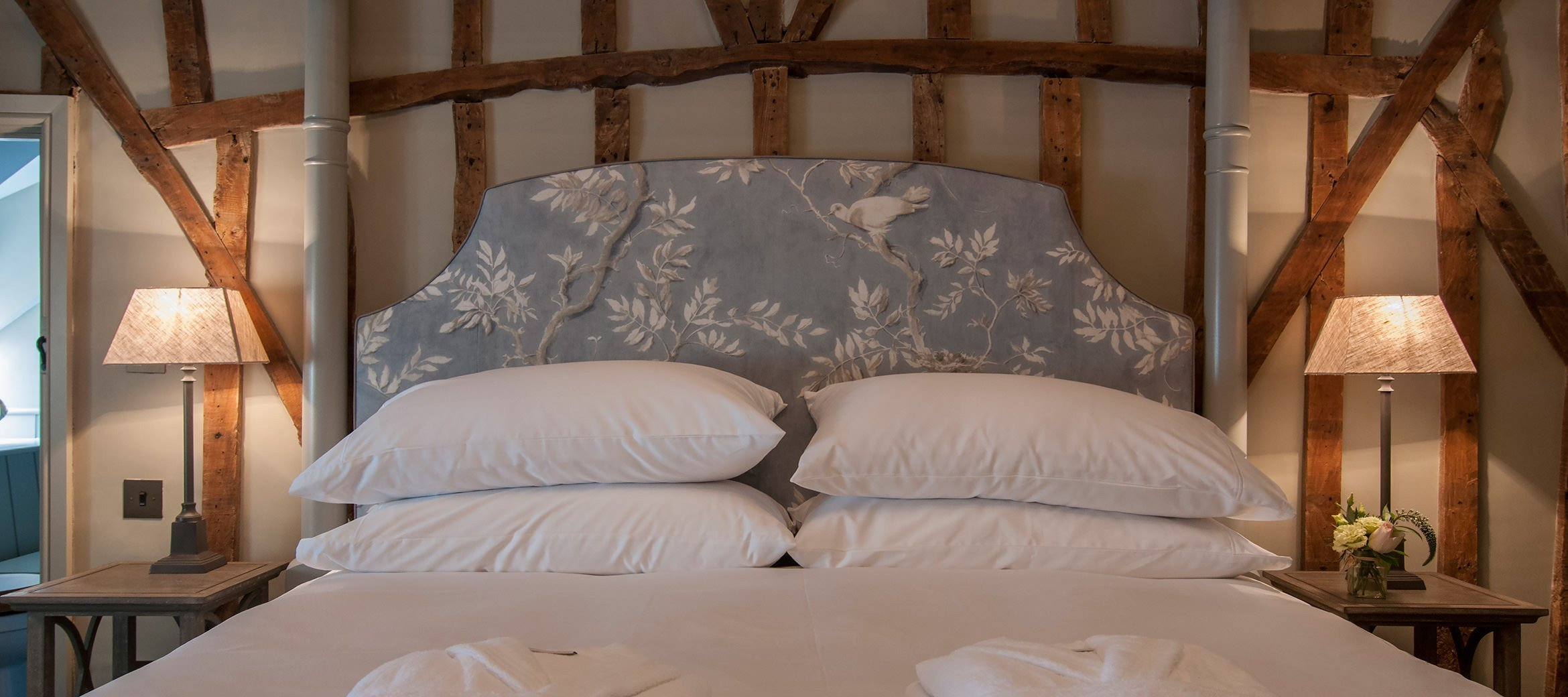 dovecote-luxury-cotswold-cottage-master-ensuite-bedroom