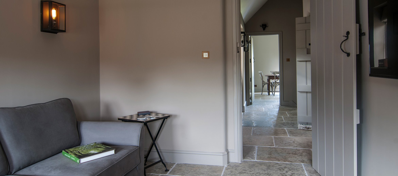 greys-luxury-cotswold-cottage-snug-tv-room-kitchen
