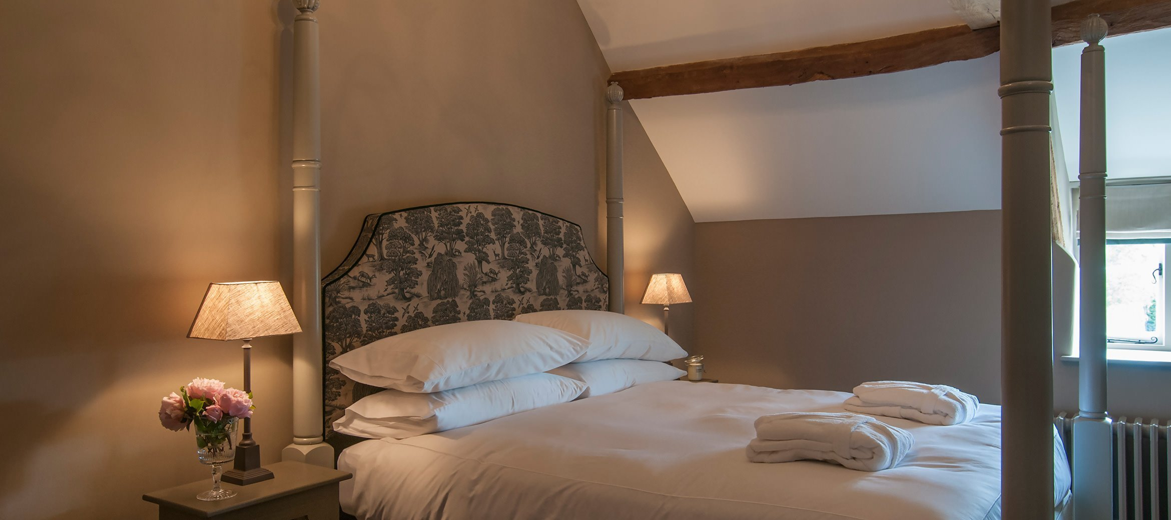 owl-cottage-luxury-cotswold-cottage-bespoke-four-poster-bed