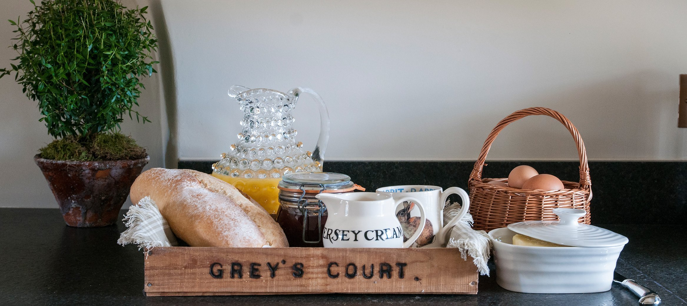yew-luxury-cotswold-cottage-southrop-breakfast
