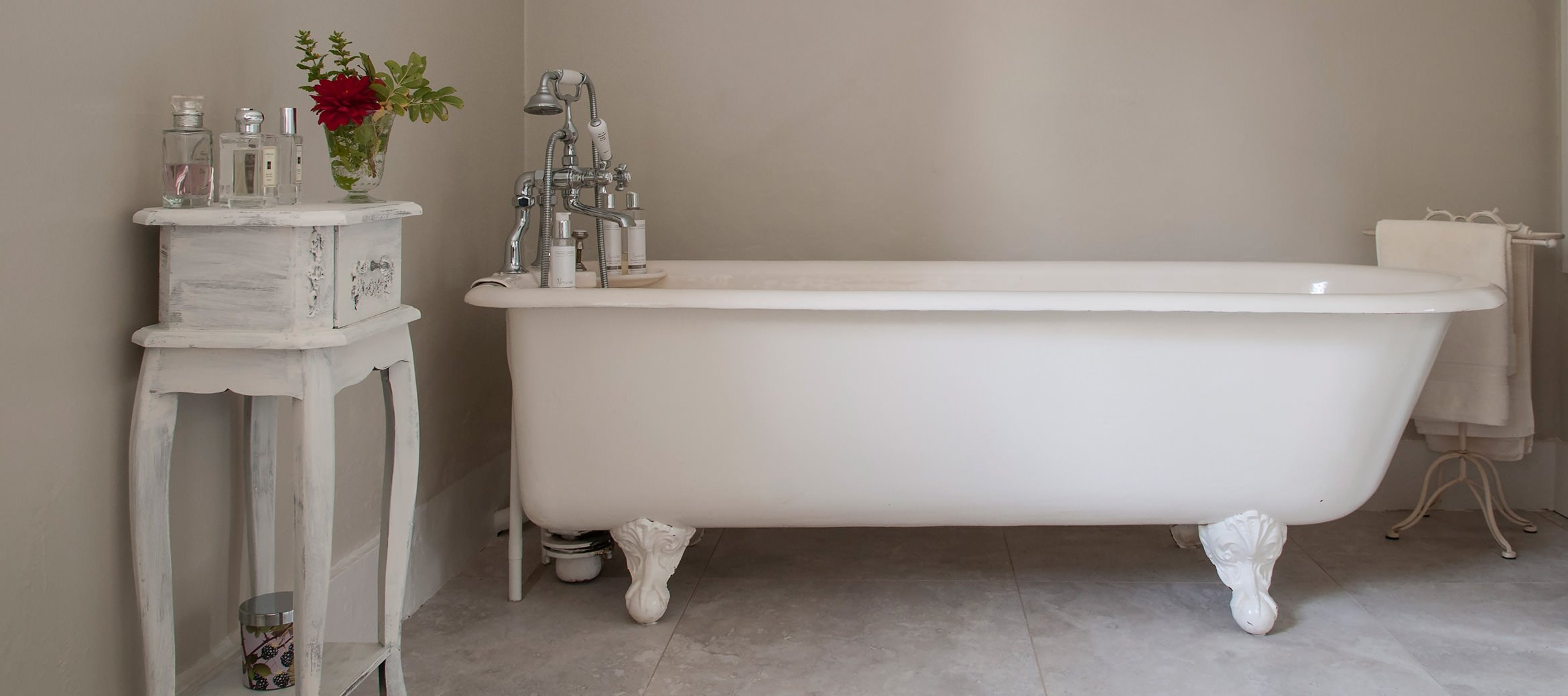 old-rectory-broadway-cast-iron-bath
