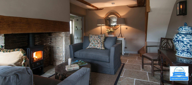 greys-luxury-cotswold-cottage-sitting-room-HL