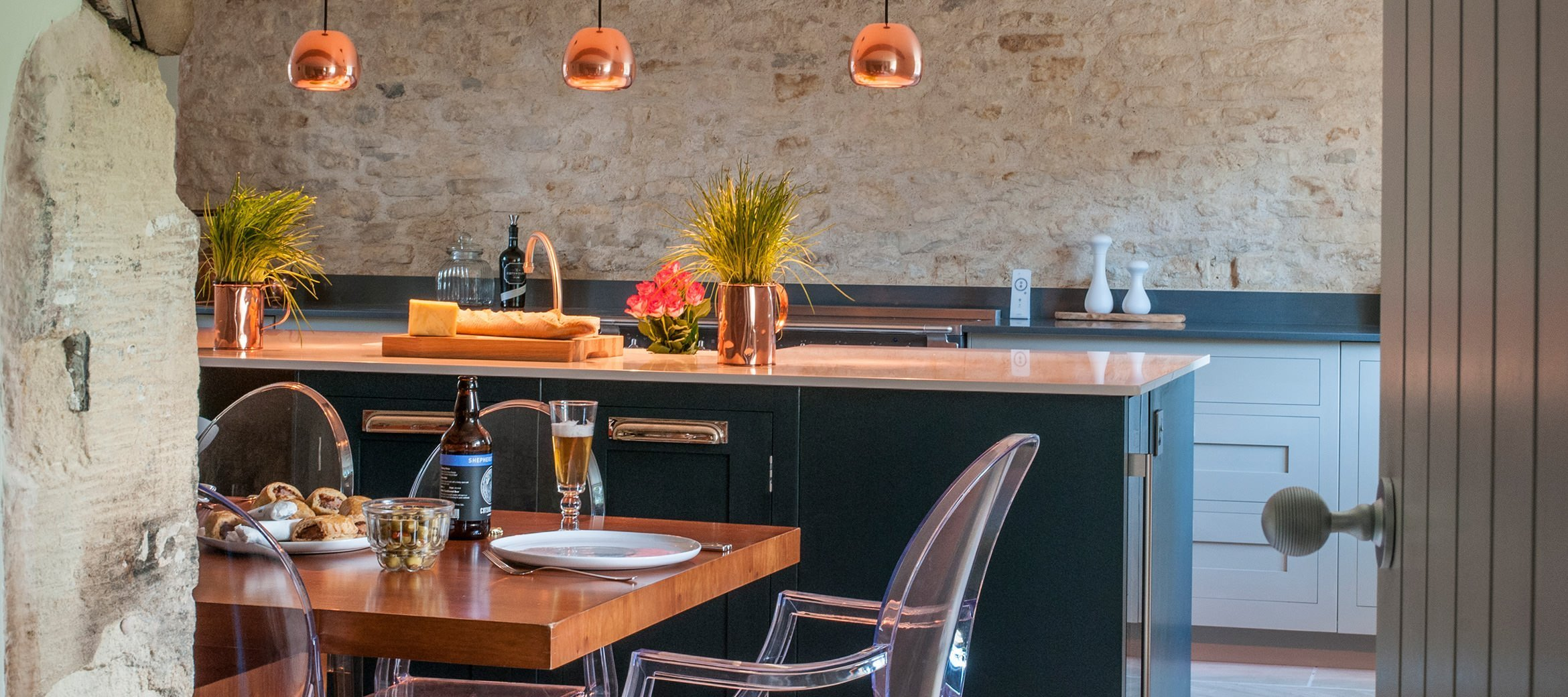 cowley-cotswold-cottage-kitchen-breakfast