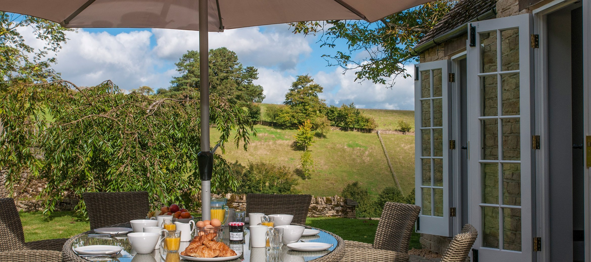 cowley-cotswold-cottage-outdoor-dining