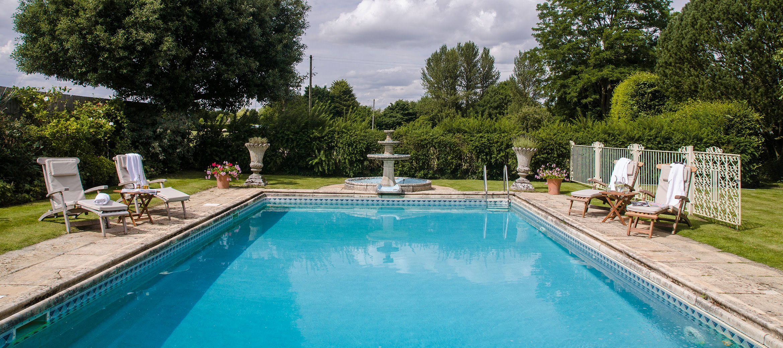 pye-corner-broadway-swimming-pool