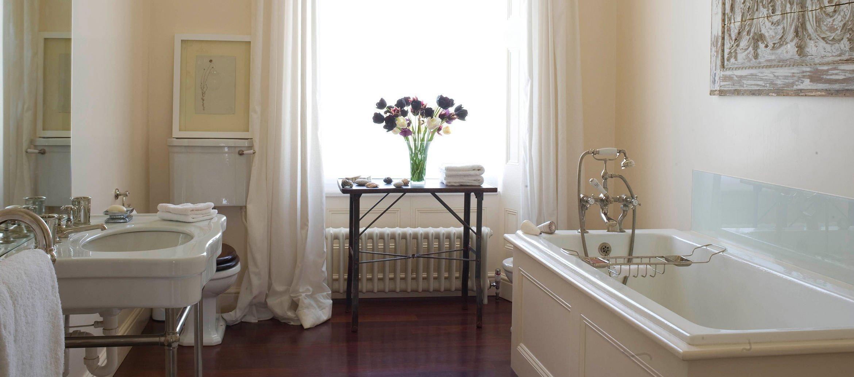 churchill-manor-chipping-norton-bathroom