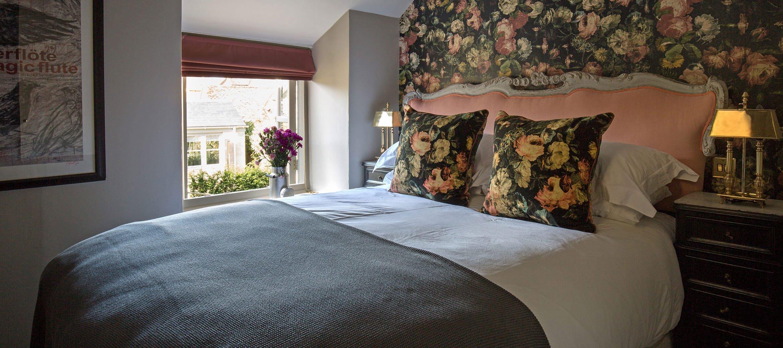 luxury-kingham-weavers-cottage-double-bedroom