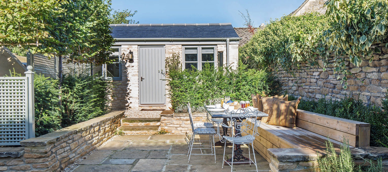 luxury-kingham-weavers-cottage-garden-suite-view
