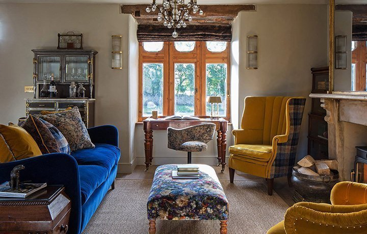 luxury-kingham-weavers-cottage-sitting-room-featured