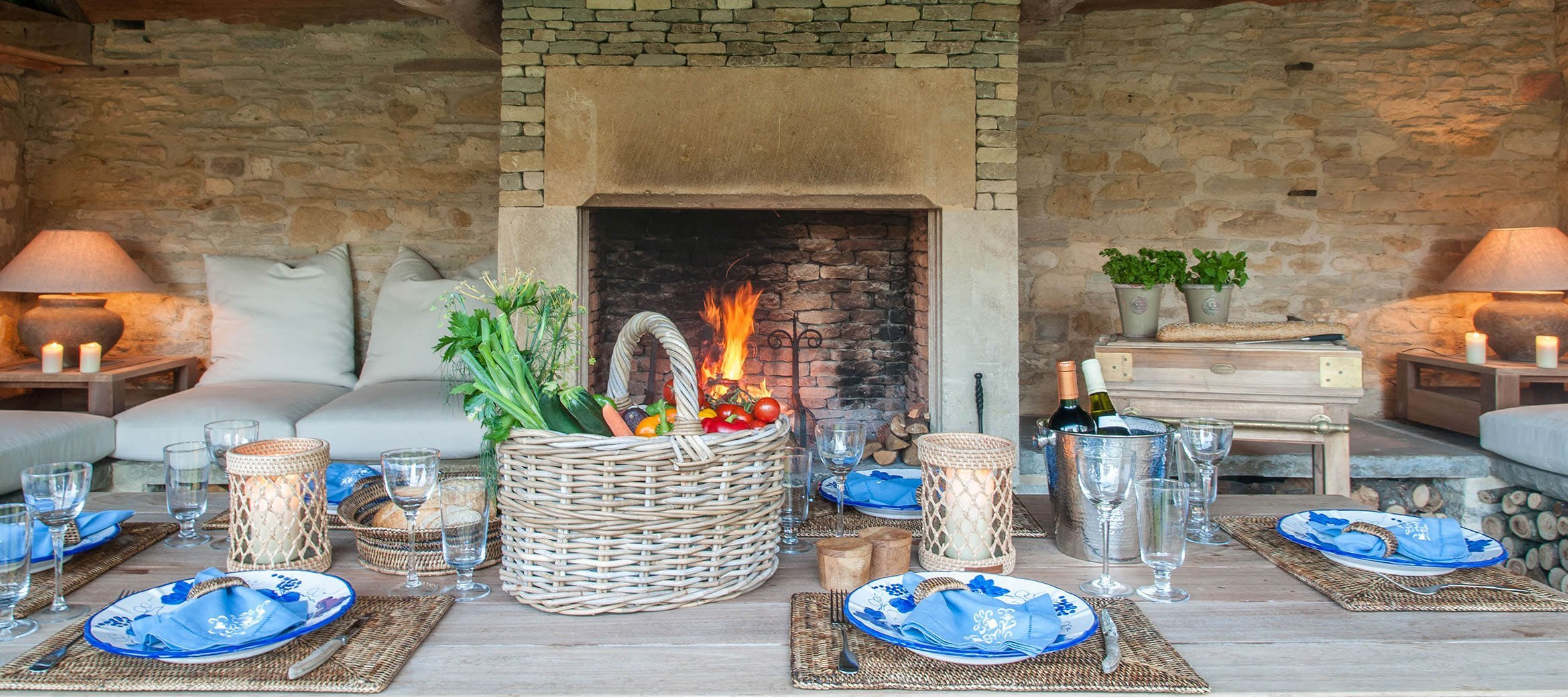 luxury-cotswold-farmhouse-barbecue-barn-dining